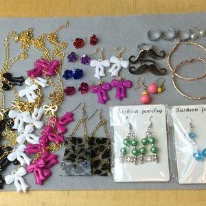 Jewelry - 20 pieces of Jewelry